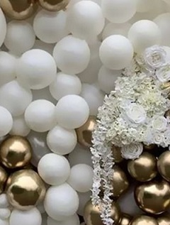 50 white and gold air filled balloons decorated with white garland