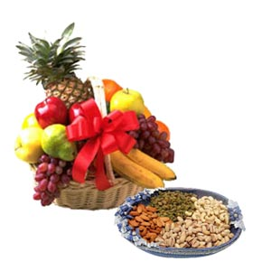 Hamper of Fresh Fruits 2 kg with 1/2 Kg dry fruits