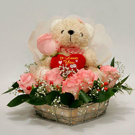 6 inches Teddy in a basket of 6 pink roses