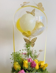 Colourless Aqua balloon 12 yellow and pink roses basket