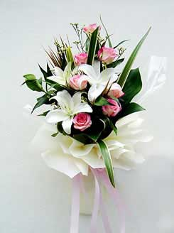 6 pink Roses with White Liliums