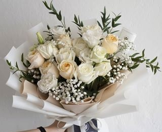 20 light paste peach and white Roses Bouquet wrapped in white paper